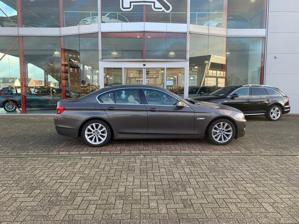 BMW 5 Serie 520i High Executive Foto